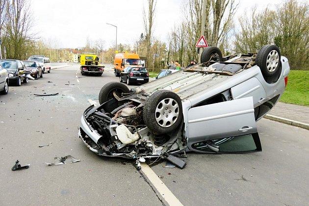Jakákoliv manipulace za jízdy odvrací pozornost od řízení.