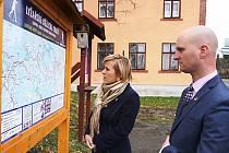 Na prohlídku Přebuzi se vydali společně starosta Bruoth s hejtmankou Vildumetzovou.