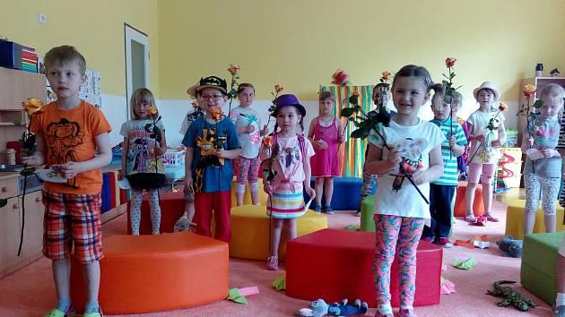 Děti v ostrovské školce si pro své rodiče připravily originální vystoupení.