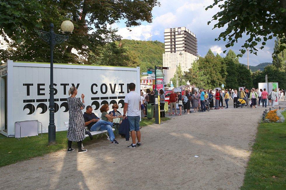 Koronavirové testy - 55. ročník filmového festivalu v Karlových Varech.