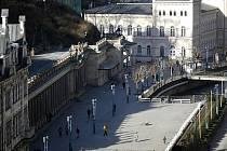 Karlovy Vary, Mlýnská kolonáda a prameny.