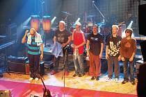 Chinaski se vrátí. Populární kapela Chinaski bude jednou z hlavních hvězd chystaného festivalu v loketském amfiteátru. Ten se bude konat 12. a 13. června.