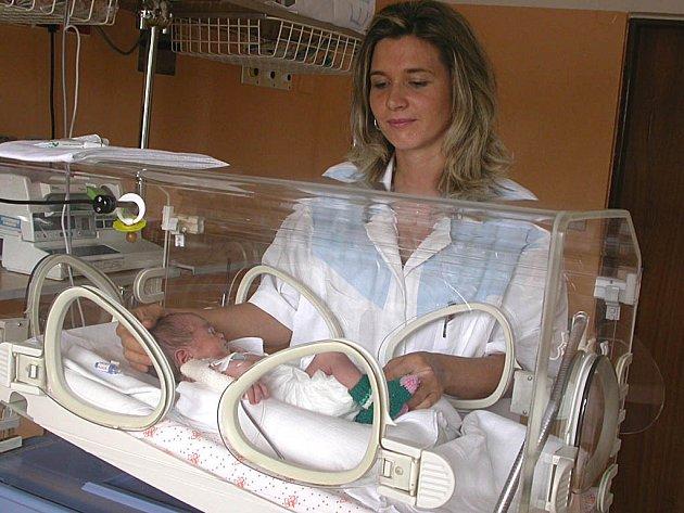 NEMOCNÍ. Bez ohledu na situaci v nemocnici musejí zdravotníci pracovat. I na dětském oddělení tomu nebylo jinak.