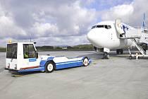 Na karlovarském letišti rostl počet cestujících i v létě.