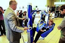 Mobilní zvedák výrazně usnadní práci zdravotnickému personálu v nemocnici.
