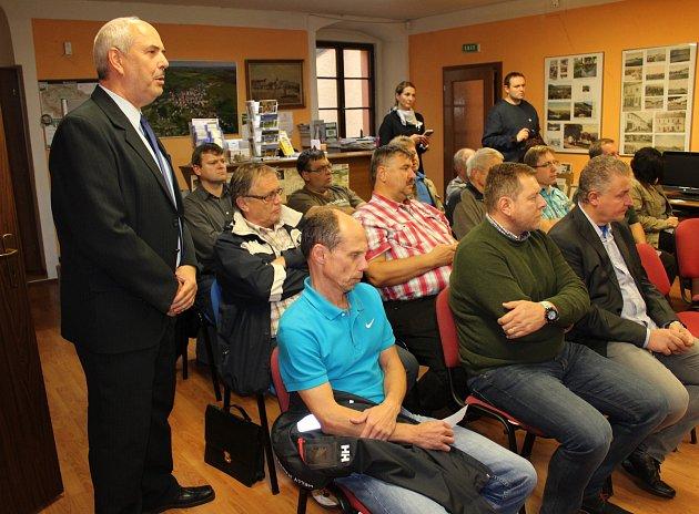 Lídři osmi nejsilnějších stran vKarlovarském kraji spolu diskutovali vBochově.