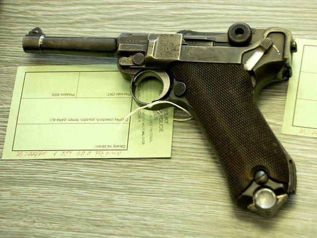 Zbraňová amnestie potrvá až do konce roku.