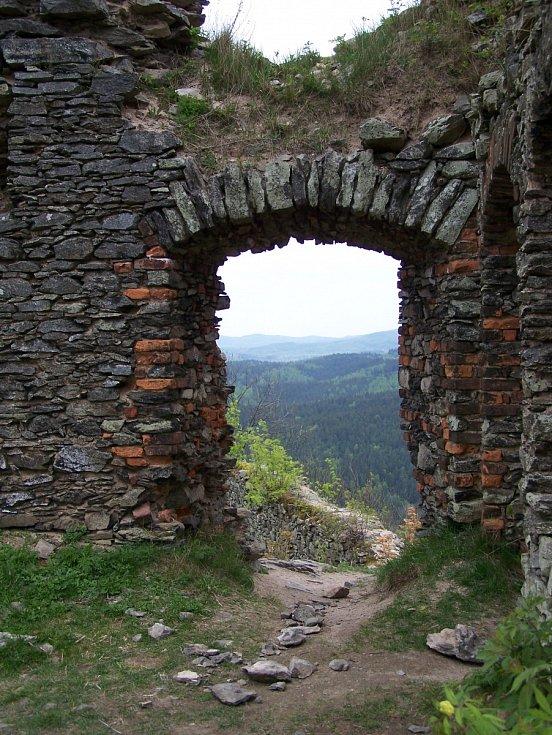 Andělská Hora je zřícenina hradu na kopci Andělská hora v obci Andělská Hora nedaleko Karlových Varů.