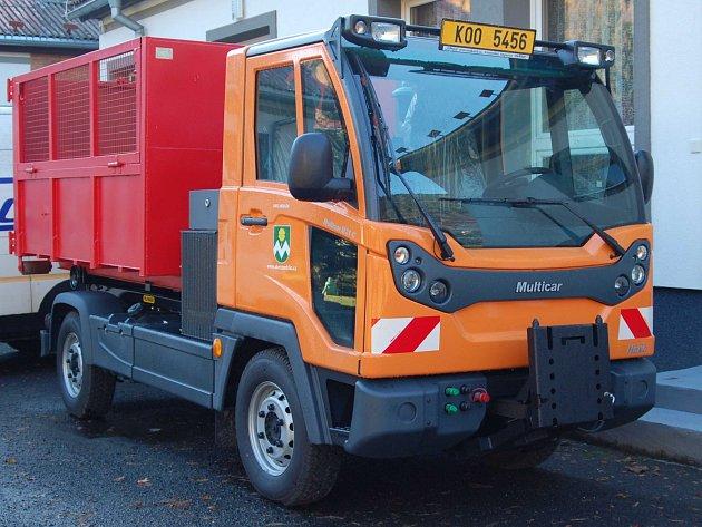 ZBRUSU NOVÉ VOZIDLO bude v Merklíně sloužit především ke svozu odpadu a údržbě veřejných prostranství obce.