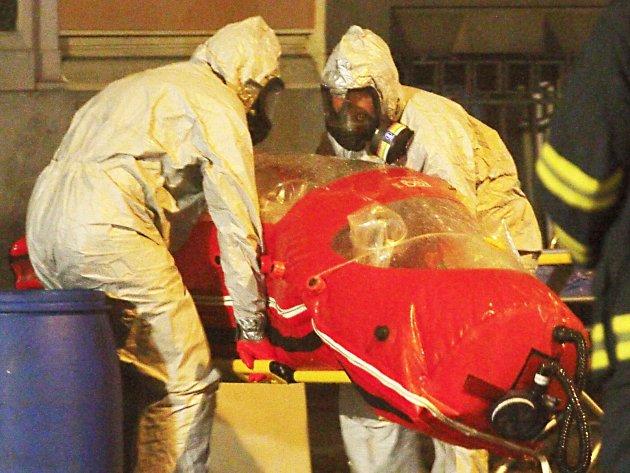 Karlových Varů se dotkl temný stín eboly. Naštěstí se nákaza u zaměstnankyně jednoho z hotelů, kterou záchranáři převezli do Prahy v biovaku, nepotvrdila.