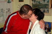 MANŽELSKÝ PÁR. Mirek a Milena žijí ve věrném manželství, přestože oficiálně by svatba nebyla možná.