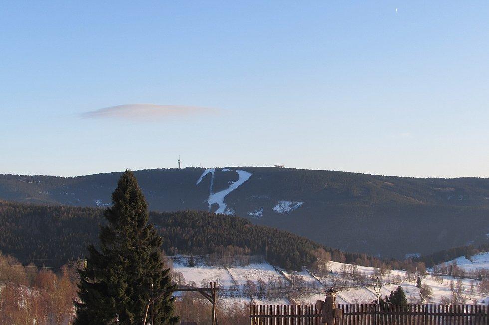 Takto má vypadat stezka v oblacích na Klínovci.