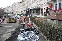 Nejen problémy se zásobováním přináší rekonstrukce Zahradní ulice. Provozovatelé zdejších restaurací si stěžují i na menší zisky a na postup práce.