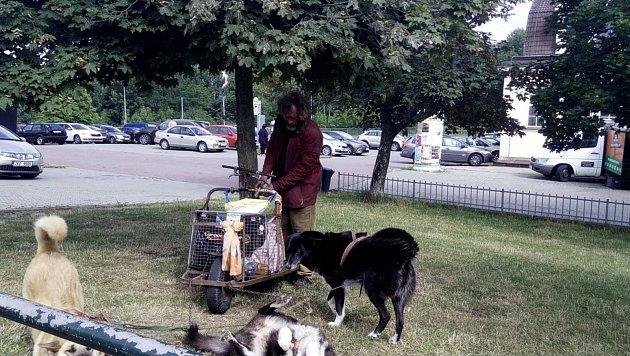 Muž zBelgie pobýval vKarlových Varech se svými psy asi od roku 2015.