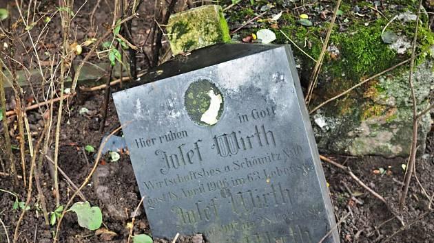 S obnovou zaniklého hřbitova ve Svatoboru mohou pomoci dobrovolníci.