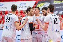 Karlovarsko uspělo v první semifinálové bitvě, když vyhrálo bez větších potíží nad Lvy 3:0 na sety.