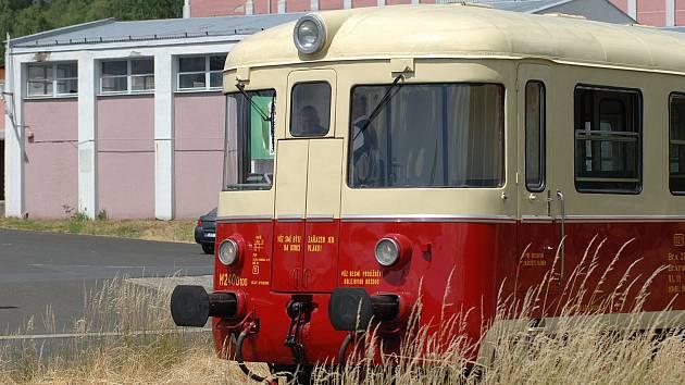 Historický motorový vůz M240.0100 vyráběla v první polovině 60. let pro tehdejší ČSD společnost Vagonka Tatra Studénka.