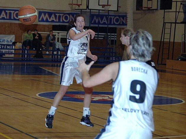 Basketbalistky karlovarské Lokomotivy se drží na vítězné vlně.