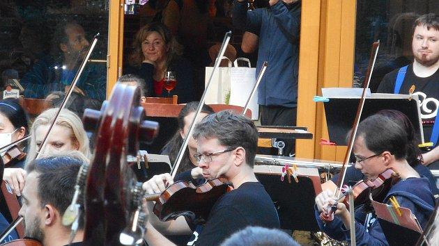 Symfonici hráli ve Svatošských skalách