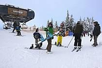 KRUŠNOHORSKÉ skiareály, včetně toho na Plešivci, očekávají o nadcházejícím víkendu nápor lyžařů.