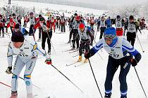 Karlův běh do bílé stopy přilákal o víkendu bezmála sedm stovek lyžařů.