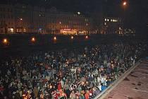 Požadavky lékařů přišlo minulý čtvrtek před hotel Thermal podpořit přes dva tisíce lidí. Půjdou znovu do ulic?