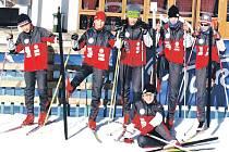 Slovaňáci v Itálii. Zleva stojí Kryštof Husák, Michal Novák, Tomáš Řehořek, Markéta Lubinová a Natálie Slámová a na zemi sedí Karolína Machová.