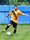 Fotbalisté Božičan (ve žlutém) se o víkendu představili na půdě nejdecké rezervy, kde nakonec prohráli 2:3.