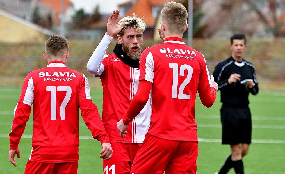 Karlovarská Slavia soupeři z hlavního města zatápěla především v prvním poločase, kdy vstřelila tři branky a nastřelila tyčku a také břevno, když nakonec dosáhla na  výsledek 3:3.