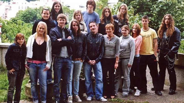 Studenti karlovarského Středního odborného učiliště stravování a služeb se chystají na maturitní ples.