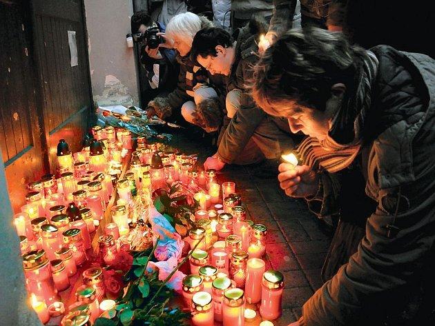 Tragickou smrt Martina Voborníka a Lenky Svědíkové si Chebané připomněli už v únoru letošního roku při vzpomínkovém aktu na Růžovém kopečku v Chebu.