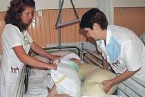 Jak to bude? O poplatcích v krajských zdravotnických zařízeních zatím není rozhodnuto. Lidé během ledna tak za pobyt v nemocnicích budou muset ještě platit. (Ilustrační foto.)