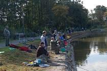 Na karlovarském koupališti Rolava se konaly rybářské závody.