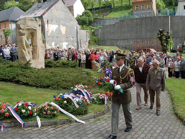 Jáchymovské peklo. V pátek a v sobotu se koná už jubilejní dvacátá pietní slavnost Jáchymovské peklo, která připomene těžký život politických vězňů.