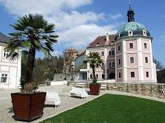 Státní hrad a zámek Bečov.