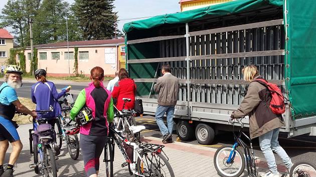 Cyklobusy jsou oblíbenou formou dopravy pro cyklisty.