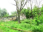 Část prostranství u běžně nepřístupné zříceniny kostela ve Svatoboru ožije při Anenské pouti.