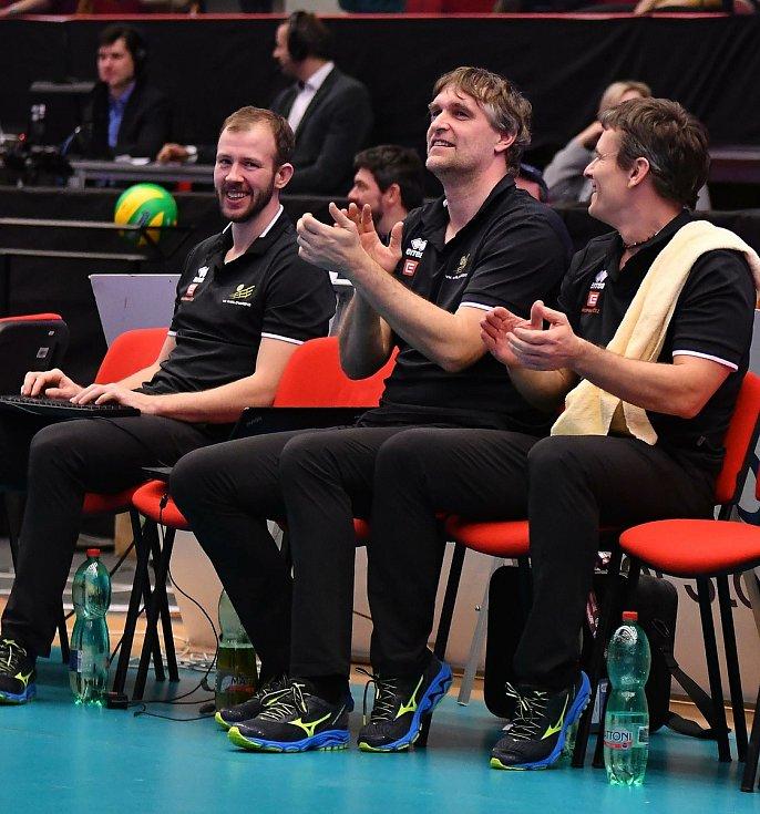 Již několik sezon táhne lékař Oldřich Vastl volejbalovou bárku společně s hráči Karlovarska nejen na tuzemské, ale také mezinárodní scéně.