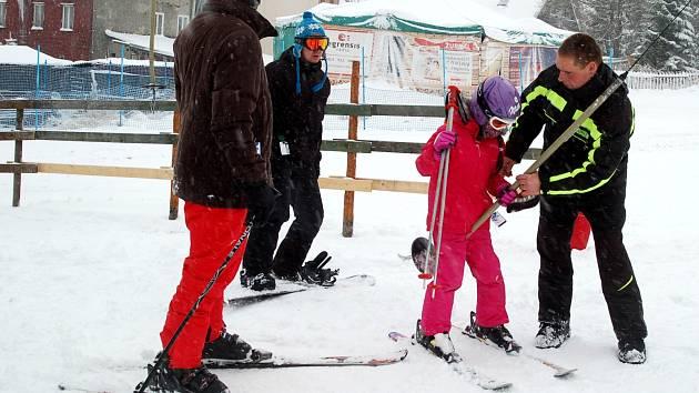 V areálu si užijí především ti, kteří se seznamují se základy lyžování. Mohou si tady vyzkoušet první obloučky.