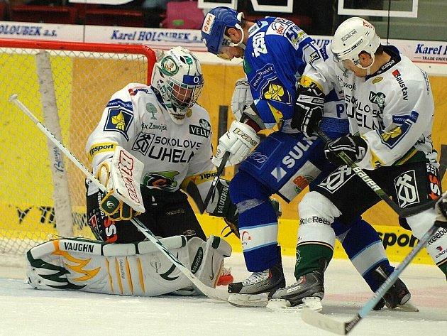 Ze zápasu 13. kola hokejové extraligy Energie K. Vary - Kometa Brno 2:3 po sam. nájezdech