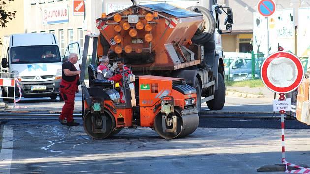 Oprava železničního přejezdu v Tuhnicích.