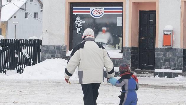 Potraviny mohou obyvatelé Abertam nakoupit v obci, ovšem ne vždy tomu tak je, někdy musí jet nakoupit do jiných měst.