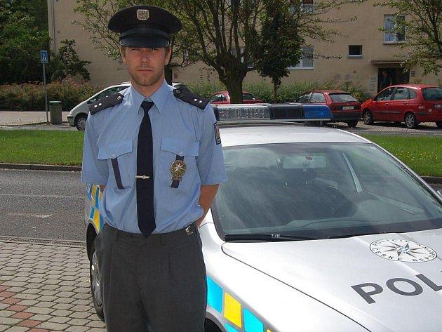 Ostrovský policista Jan Koutecký.