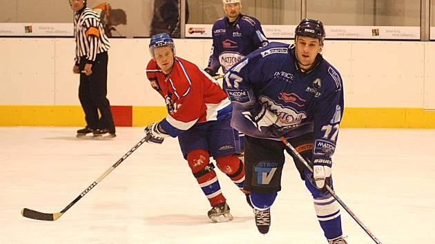 """Pan hokejista. Centr první pětky HC Mattoni René """"Hrouda"""" Hromádka si připsal v utkání s Farmáři tři body."""