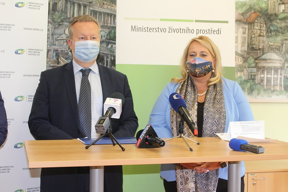 MINISTRYNĚ pro místní rozvoj Klára Dostálová a ministr životního prostředí Richard Brabec navštívili Karlovy Vary.