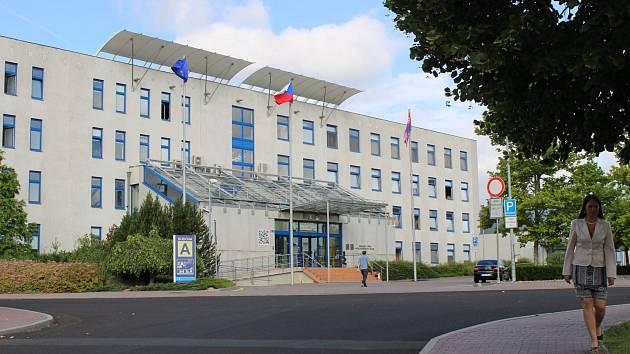 Krajský úřad Karlovarského kraje.