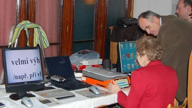 Nevidomí a slabozrací se na setkání mohli také seznámit s nejrůznějšími počítačovými programy a pomůckami.