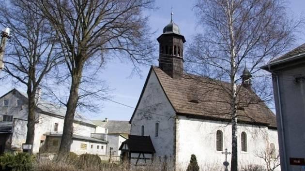 Původně venkovský románsko-raně gotický kostel sv. Michaela byl postaven v Nové Roli cisterciáckým klášterem někdy v letech 1240-1255.