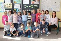 Žáci 1. třídy Základní školy v Bochově s paní učitelkou Lucií Černokovou.