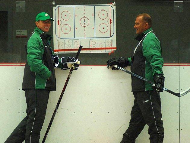 Hokejisté HC Energie Karlovy Vary vyjeli 26. července 2010 k prvnímu tréninku na ledě.